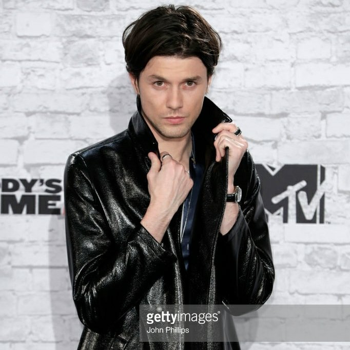 1de472da8ec James Bay Debuts New Look at 2017 MTV EMA Awards - 360 MAGAZINE ...