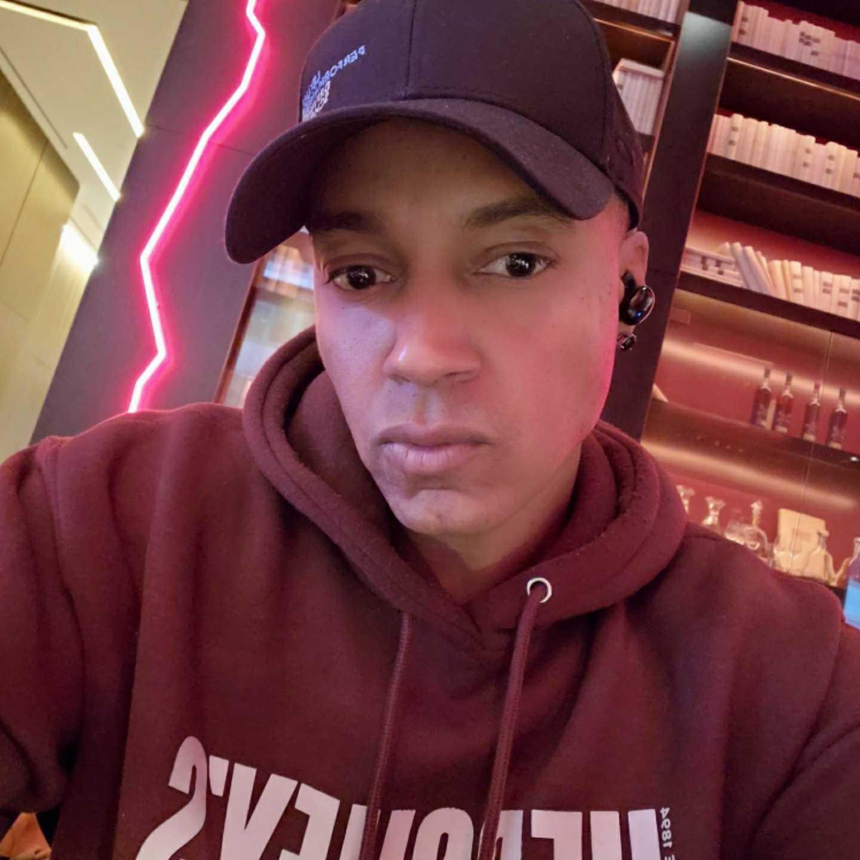 Vaughn Lowery, Hershey's, forever 21, earbuds, 1more, 360 MAGAZINE, headphones